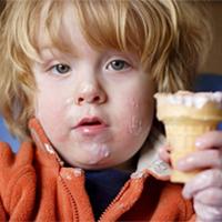 kap 11 oppg 3 en-gutt-som-spiser-is.jpg